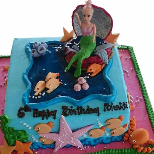 Mermaid in Shell Cream Fondant Cake