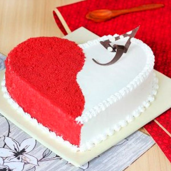 Tempting Heart Shape Valentines Cake